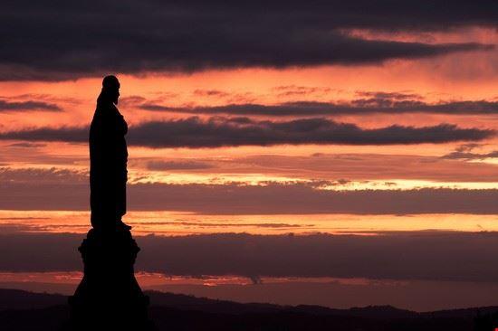 Sonnenuntergang hinter dem Bom Jesu do Monte