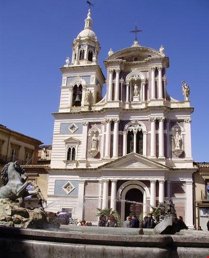 Chiesa di S.Sebastiano e Fontana del Tritone