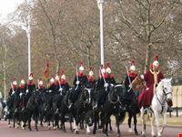 la sfilata delle guardie a cavallo su the mall londra