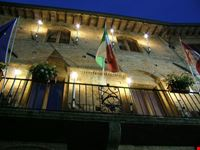 Palazzo comunale in notturna