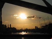 sunset on the bridge londra
