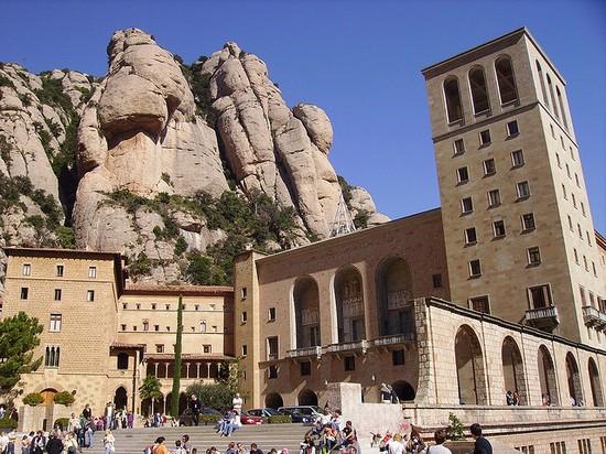 Foto monastero di montserrat a barcellona 550x412 for Villaggi vacanze barcellona
