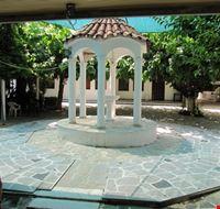 piccolo scorcio del cortile del monastero