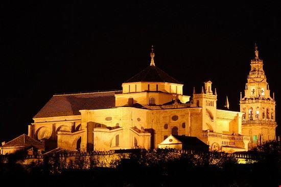 Foto la mezquita a cordova 550x367 autore redazione - Visita mezquita cordoba nocturna ...