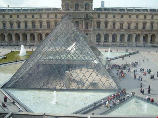 47306 la piramide del louvre parigi