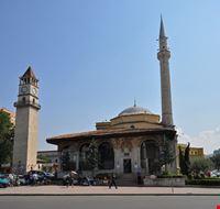 tirana moschea e torre dell  orologio