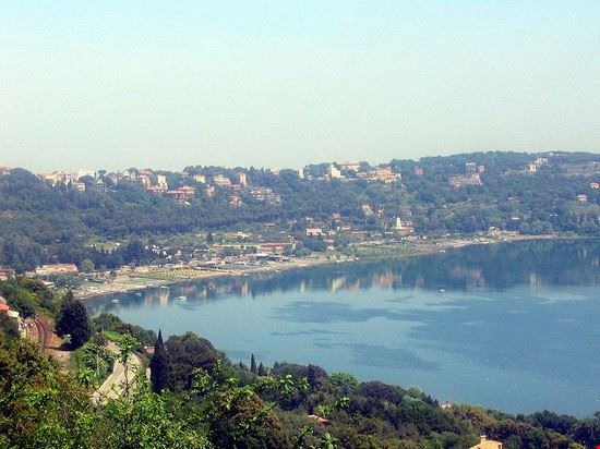 castel gandolfo lac albano ou lac de castelgondolfo