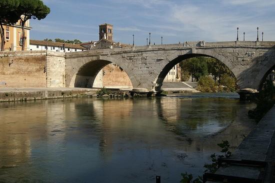 Foto ponte cestio a roma 550x366 autore redazione 2 for Disegni di ponte a 2 livelli