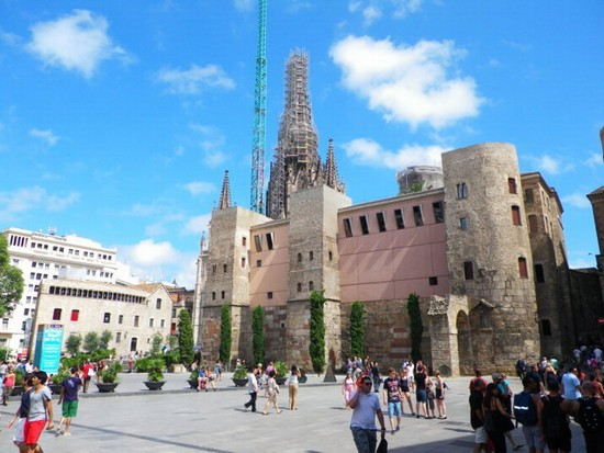 Foto centro storico 1 a barcellona 550x413 autore for Ostelli barcellona centro economici