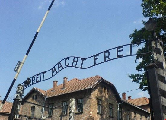 47716 cracow auschwitz entrance