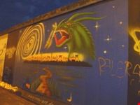 berlino murales dell  east side gallery