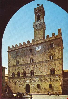 Palazzo dei Priori del XIII sec.