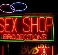 48441 paris pigalle et ses nombreux sex shops