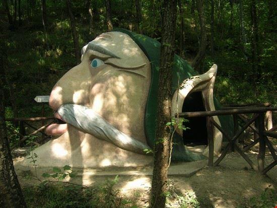 Grotta nel bosco degli gnomi