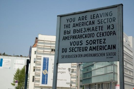 48825 berlin checkpoint charlie musee du mur a berlin