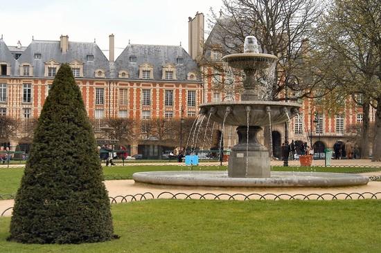 Place des vosges a parigi - Comptoir des cotonniers place des vosges ...