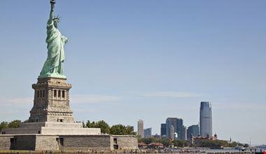 new york statua della liberta e lo skyline di manhattan