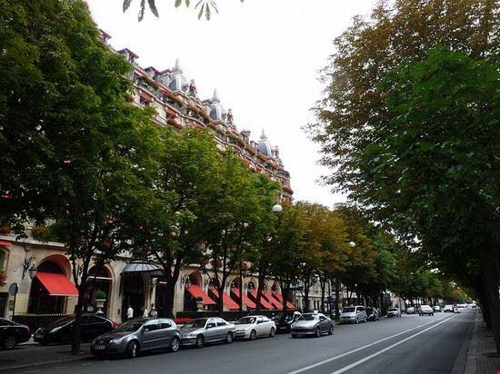 50252 parigi avenue montaigne a parigi
