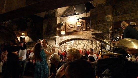 50262 parigi club jazz a parigi caveau de la huchette