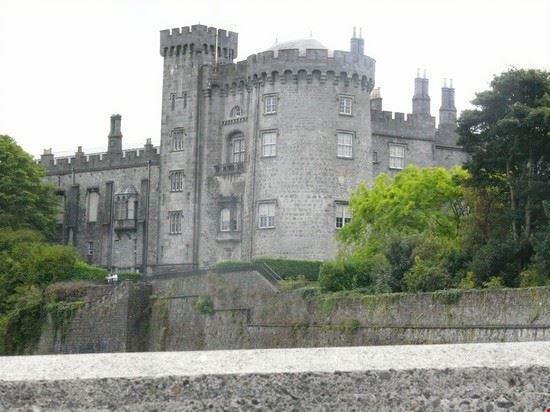 Immersi nel verde Irlandese i castello emanano una luce di antica sapienza