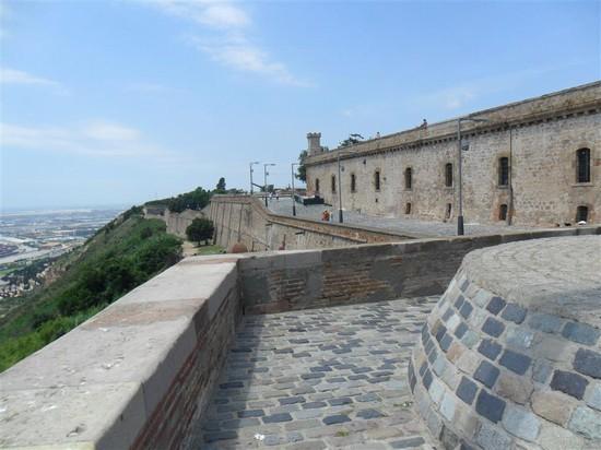 Foto il castell de montju c a barcellona 550x412 for Villaggi vacanze barcellona