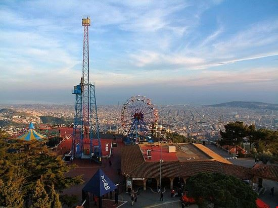 barcelone parc d attractions tibidabo a barcelone
