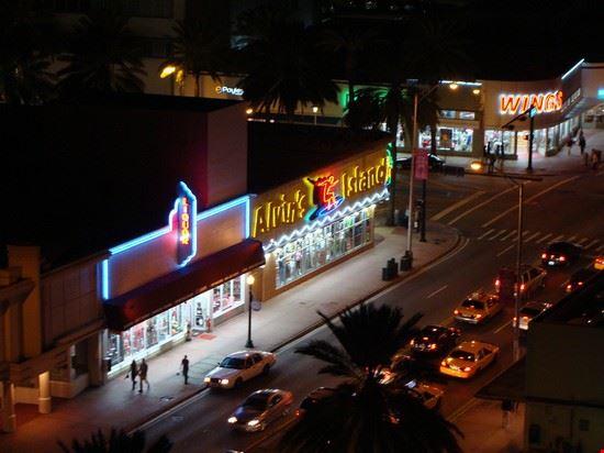 51010 miami collins avenue by night