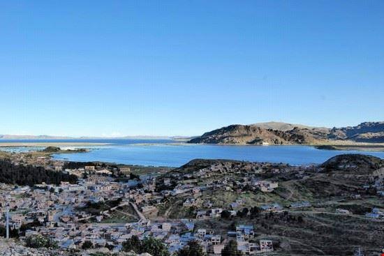 lago titicacatra la bolivia ed il peru la paz