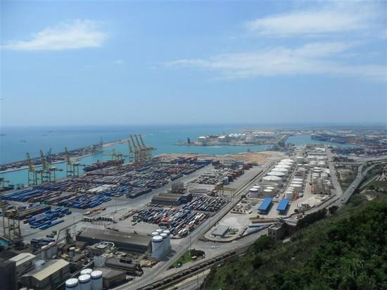 Foto il porto di barcellona a barcellona 550x412 for Villaggi vacanze barcellona