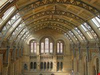 londra la hall del natural history museum a londra