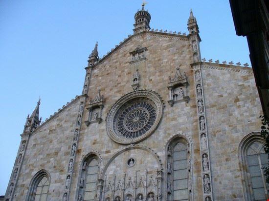 La facciata del Duomo di Como