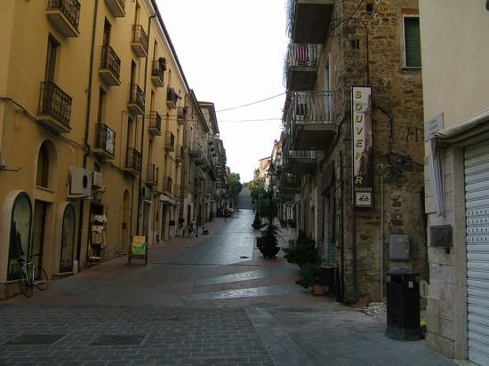 La scalinata che porta alla citta vecchia agropoli bilder - La vecchia porta ...