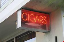 L'insegna di un negozio a Little Havana