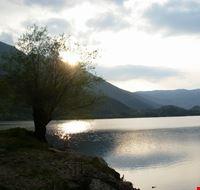 il lago e la montagna