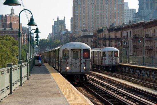 52036 new york stazione delle linea 1 all  aperto