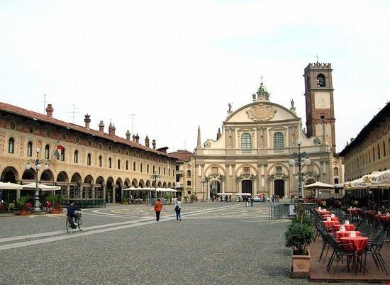 Foto Piazza ducale di Vigevano a Milano - 550x402 - Autore: Redazione