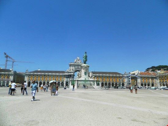 52279_piazza_del_commercio_lisbona