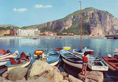 terracina il porto e monte giove