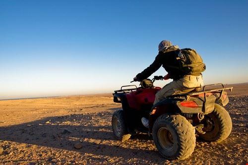 Moto Quad nel deserto