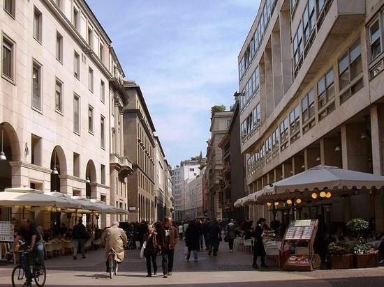 Corso vittorio emanuele ii milan rues places et quartiers for Corso stilista milano