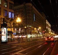 52785 san francisco market street di notte