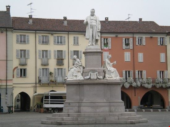 Statua a Camillo Benso Conte di Cavour