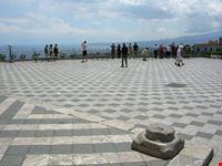 La terrazza panoramica di Piazza IX Aprile