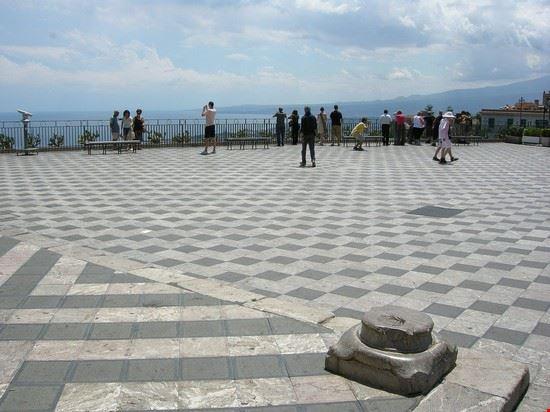 Foto La Terrazza Panoramica Di Piazza Ix Aprile A Taormina