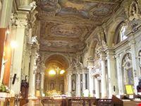 modena interno della chiesa di sant  agostino a modena
