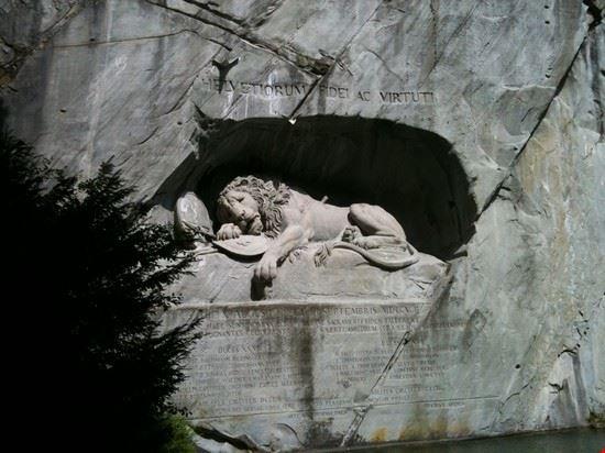 53812 il leone morente lucerna