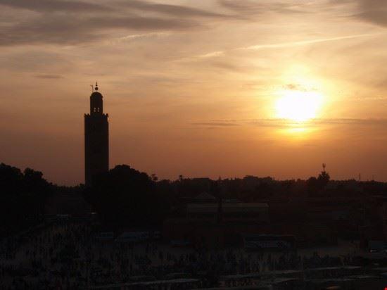 54705 marrakech tramonto sulla piazza