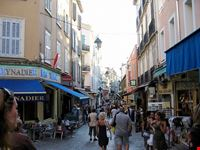 Rue d'Antibes a Cannes