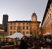 Fiera antiquaria in Piazza Grande