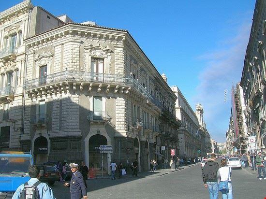 Piazza Quattro Canti a Catania, lungo la via Etnea